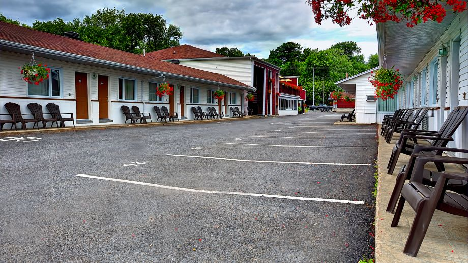Le_Chateauguay_Hotel_Motel-Quebec-Exterior_view-1-688439